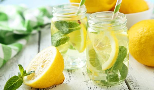 méregtelenítés forró vízzel és citrommal)