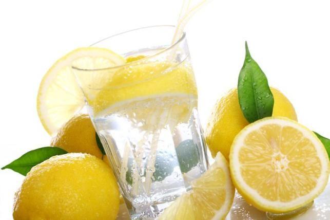 méregtelenítés forró vízzel és citrommal